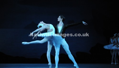 Mariinsky Ballet.  Yulia Stephanova, Xander Parish.  Swan Lake Act 2 (2)